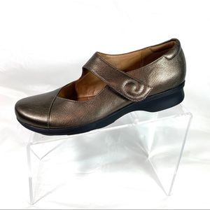 Clarks Artisan Mary Jane Shoes Bronze Size 7.5 N